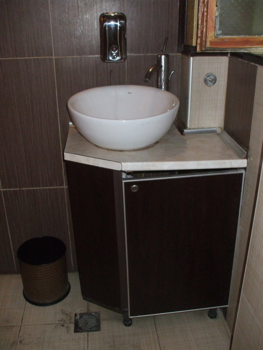 Vessel sink and vanity at the Shtastlivetsa restaurant in Veliko Tarnovo.