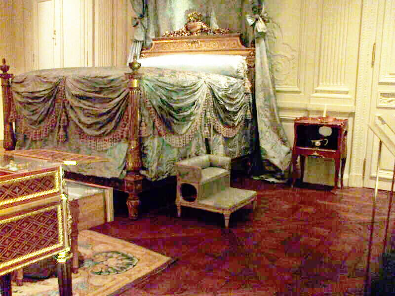 The Lauzun Room within the Metropolitan Museum of Art in New York, with a 1757-58 French chamber pot from Sèvres.