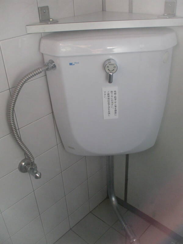 Corner toilet tank at Heian-jingū in Kyōto.
