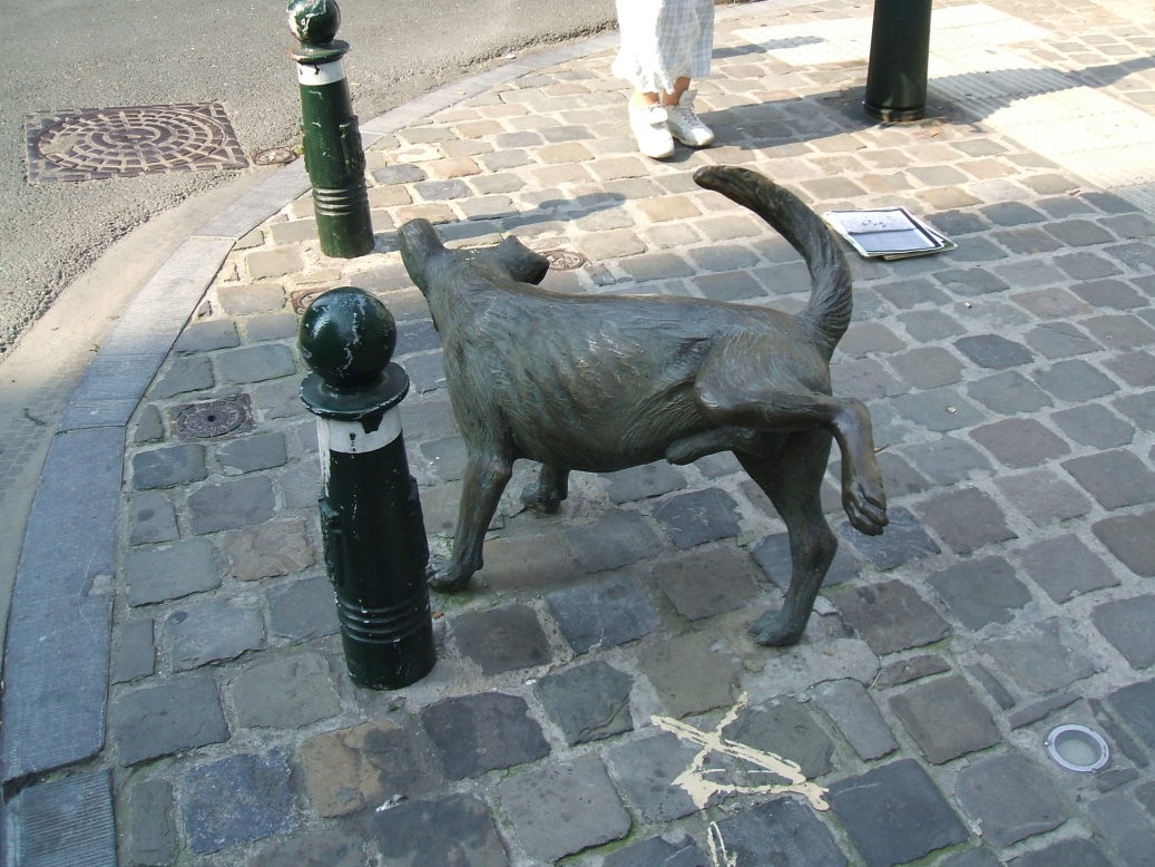 Zennike Pis dog statue in Brussels, Belgium.