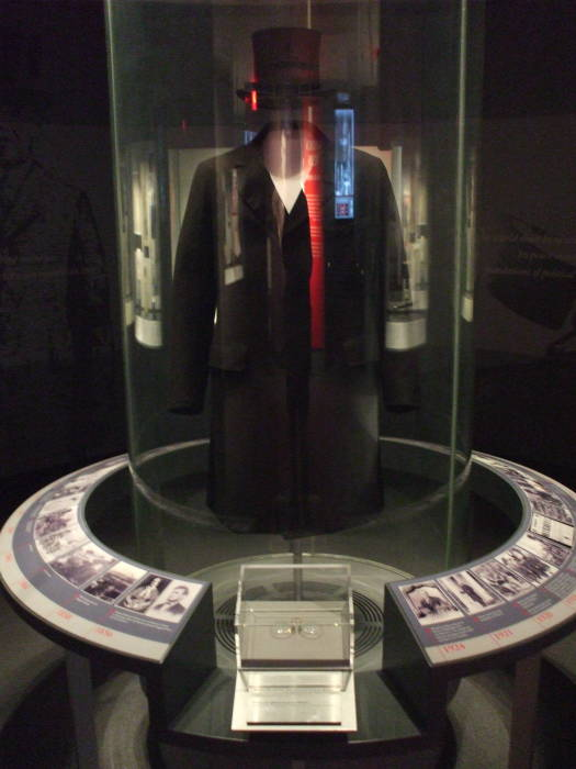 Woodrow Wilson's top hat, overcoat, and pince-nez glasses.