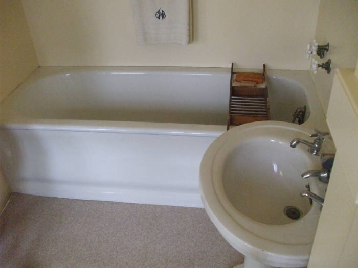 Edith Wilson's tub and sink.